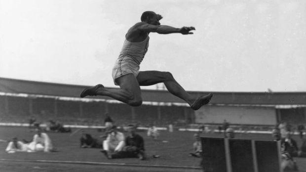 1936-08-Owens-long-jump-thumbnail-2