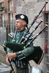 bagpipes-highlander-man-human-63248.jpeg
