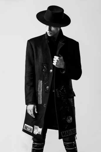 fashion-men-s-individuality-black-and-white-157675.jpeg