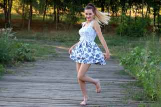 girl-dress-bounce-nature-160826.jpeg
