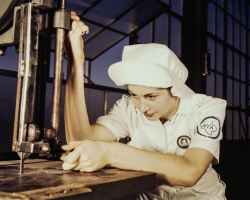 factory-worker-vintage-industrial-162573.jpeg