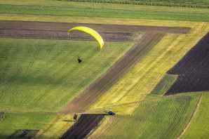 paraglider-fly-paragliding-freedom-163399.jpeg