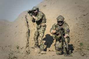 war-desert-guns-gunshow-163523.jpeg