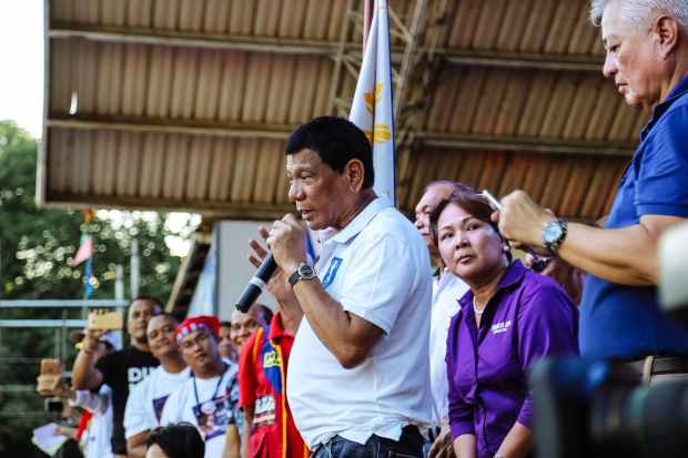 rodrigo duterte on stage