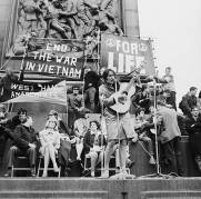 American folk singer Joan Baez performs at an anti-Vietnam War demonstration in London's Trafalgar Square, 29th May 1965. Amongst her audience are actress Vanessa Redgrave and singer Donovan. (Photo by Keystone/Hulton Archive/Getty Images)