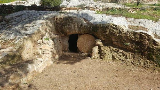 grave-2115941__480